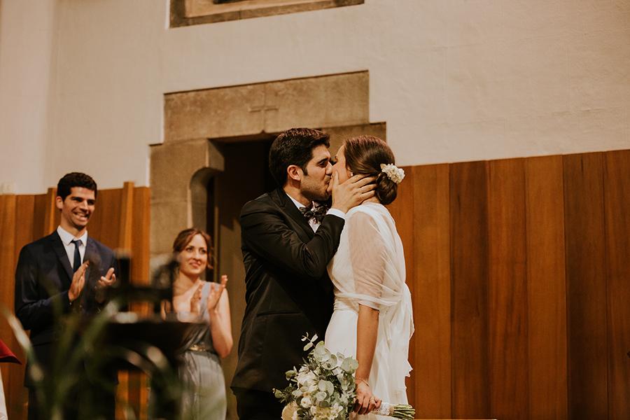 beso_iglesia