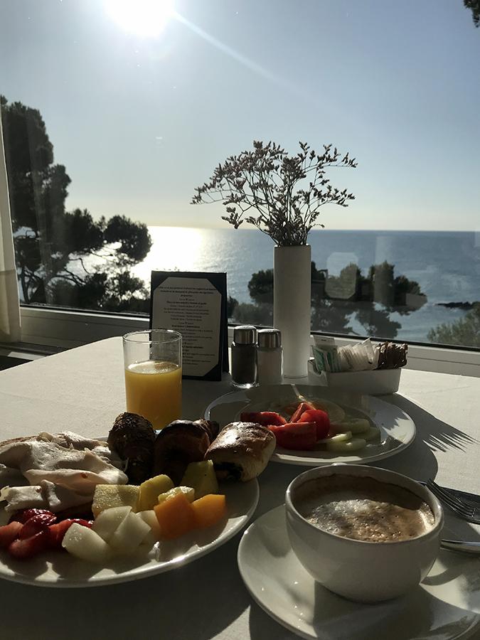 desayuno con vistas al mar